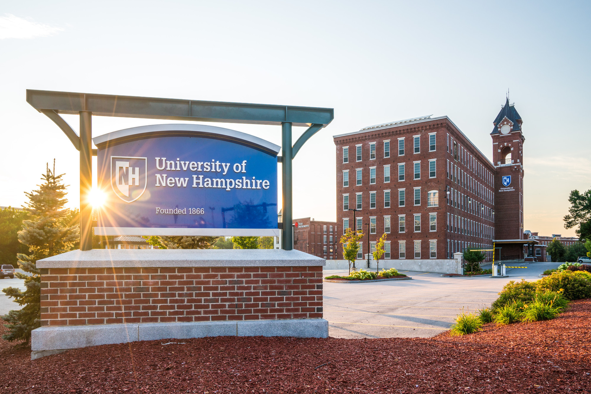 UNH Manchester sign